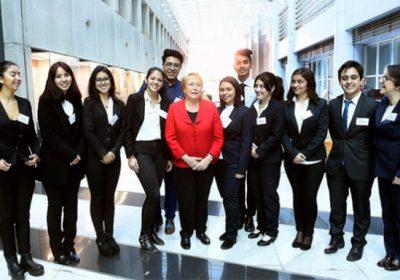 Estudiantes de RR.PP y Periodismo participan en importante ceremonia de Cruz Roja