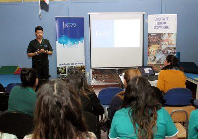 Académico de Terapia Ocupacional capacita a funcionarios del CCR